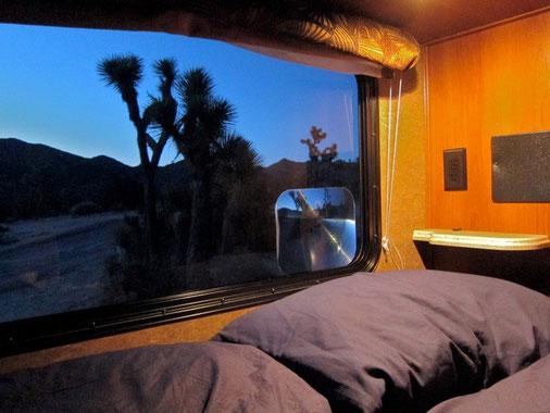 Bett mit Aussicht im Joshua Tree NP