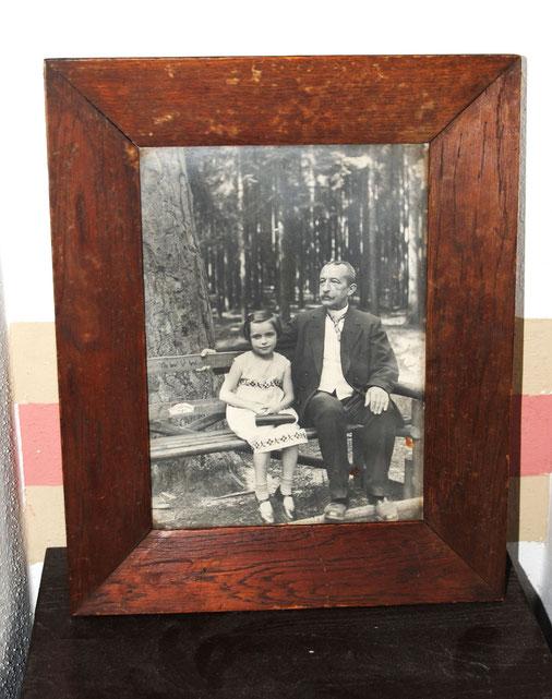 August Sander wurde  als Meister der Fotografie bekannt. Vergilbte Bilder spiegeln die Vergangenheit wider.