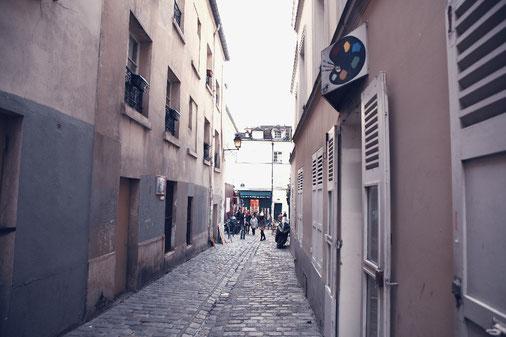 Kopfsteinpflaster und Gassen im Künstlerviertel Montmartre