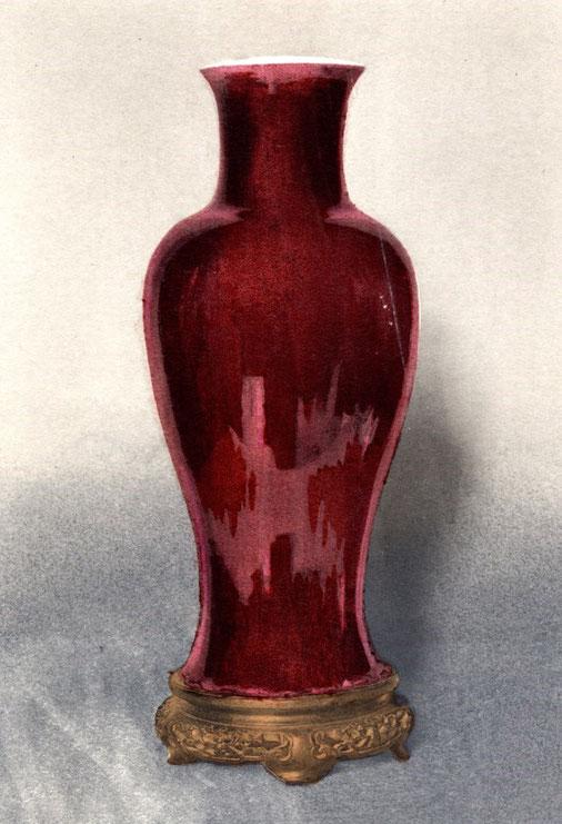 B01. Vase. Émail rouge, dit « sang de bœuf ». Époque de K'ang-hi (1662-1722).
