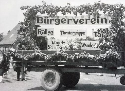 Anläßlich der 75 Jahrfeier des Tus Stu-Sie im Jahr 1985 würde dieser Festwagen hergerichtet.
