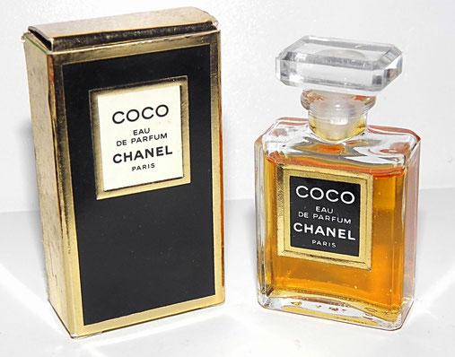 CHANEL - COCO EAU DE PARFUM : FLACON PLAT AVEC ETIQUETTE ET BOUCHON BARRETTE EN PLASTIQUE TRANSPARENT