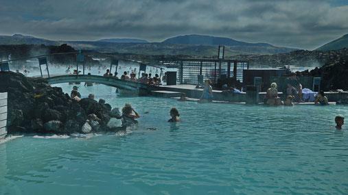 Im Badebereich der blauen Lagune