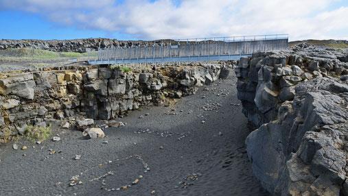 Die Brücke über die beiden Kontinentalplatten.
