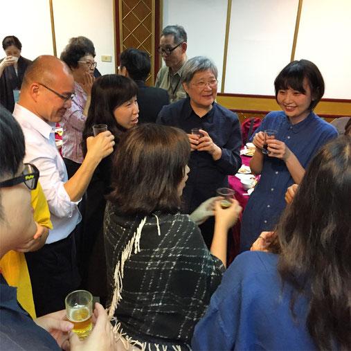 晩餐会で交遊を深める東アジア各地域の編集者たち