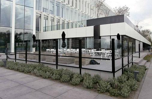 Eine perfekte Windschutzanlage für eine modern gestaltete Terrassee