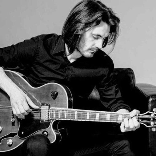 Victor Macovei - Lehrer für Akustik & E-Gitarre