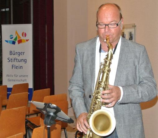 Christian Krüger unterhielt nach dem offiziellen Teil mit dem Saxophon