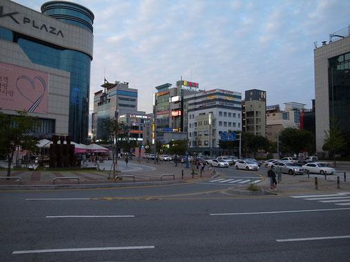 賑わうウォンジュの市街地