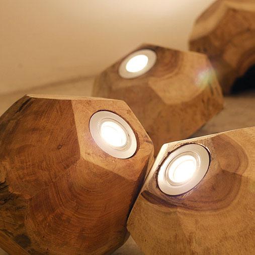 Bodenleuchten aus Holz von O`thentique