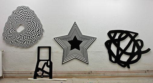 Jean-Claude Houlmann, Atelieransicht, verschiedene Arbeiten, Lack auf MDF