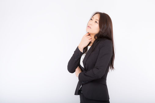 腰痛で姿勢を正す奈良県五條市の女性