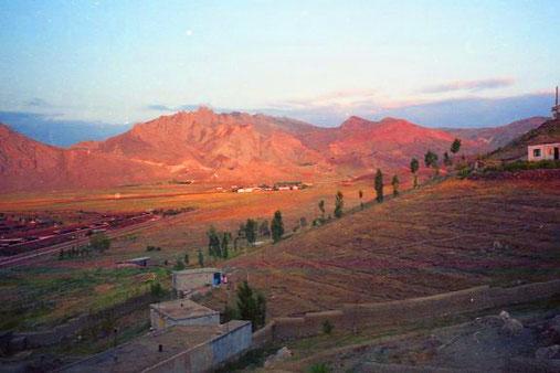 über das Dogubayziter Hoch-Plateau sengte sich das Abendlicht