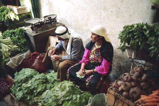 ein palästinenischer Gemüsebauer mit seiner jungen Frau