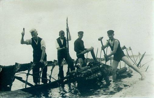 Abwracken des abgebrannten Versuchsbootes - Foto: Archiv 7. SGschw