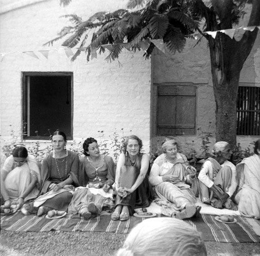 MSI Collection ; India - Delia is 3rd from the left