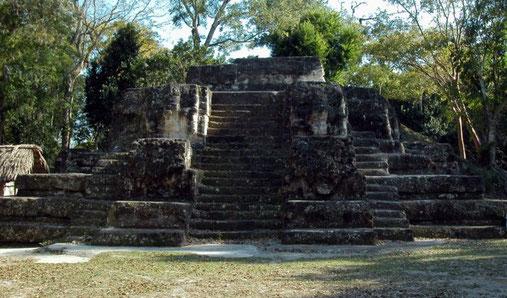 """Der """"Tempel der Masken"""" in Uaxactún"""