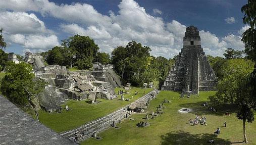 Der Große Platz von Tikal, die Nordakropolis und Tempel I