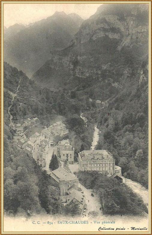 Carte postale ancienne - Vue générale des Eaux Chaudes vers 1910, Vallée d'Ossau (64)
