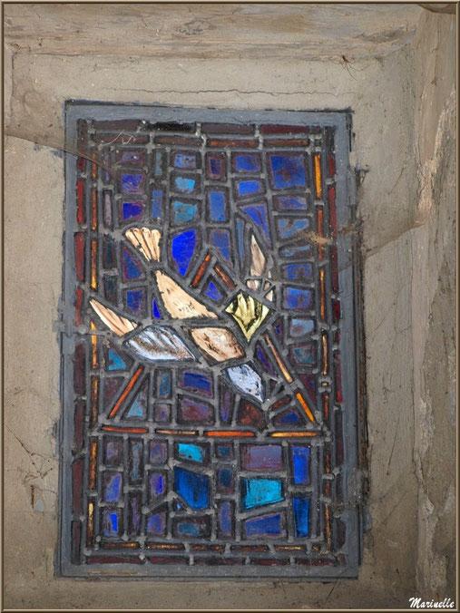 Un des vitraux modernes de la chapelle du hameau de Gabas, Vallée d'Ossau (64)