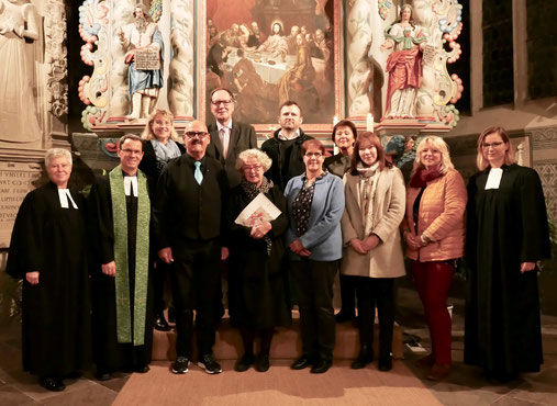 Für sechs Jahre im Amt: der Kirchenvorstand nach der Wahl 2013   (©: Lars Jockel)
