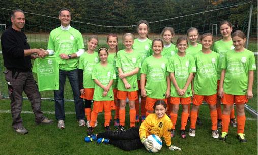 Unsere D-Juniorinnen in den neuen Trikots von Sponsor Bernhard Brandt