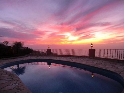 Sonnenuntergang in der Ferienwohnung auf exclusiven Villenanwesen mit Pool für Familienurlaub auf Teneriffa in El Sauzal