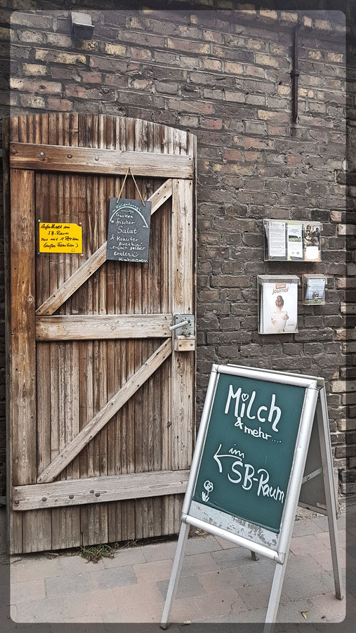 Tinthof: es gibt eine Milchtankstelle, Trinkjoghurt, Buttermilch und einiges mehr im SB Raum