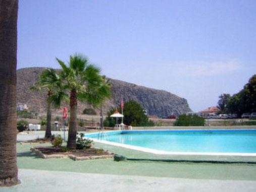 Apartmentanlage Los Cristianos liegt im beliebten Ferienort Los Cristianos im Süden von Teneriffa, strandnah mit meerwasserpool und Kinderbecken