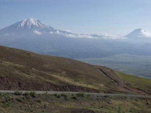 Der Ararat ist mit 5137 m, nahe der Grenze zu Armenien/ Ian,  der höchste Berg in Ostanatolien.