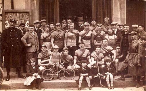 A.C.M. en 1931 devant la Mairie