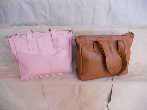 Très grand sac, doublés et avce des poches dedans et dehors. bandoulière réglable plus poignées. 29 * 35 cm. 220 euros