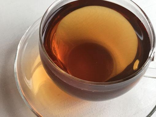 暑い日の水分補給にドクダミ茶のイメージ画像