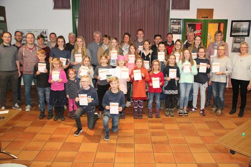Sportabzeichen 2018: Insgesamt erfüllten 30 Jugendliche, 29 Erwachsene und 10 Familien die Bedingungen. Außerdem schafften 58 Lamstedter Schüler der Oberschule am Hohen Rade ihr Sportabzeichen im Rahmen des Schulwettbewerbs.
