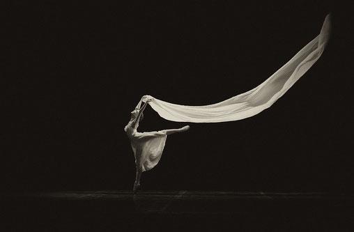 Tanzen als Symbol für Freiheit (Quelle: Pixabay.com @Vladislav83