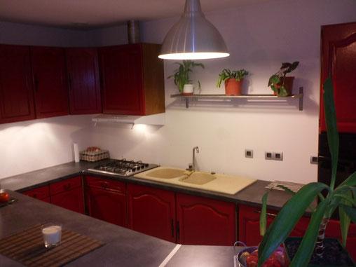 réalisation d'une cuisine en bois rouge