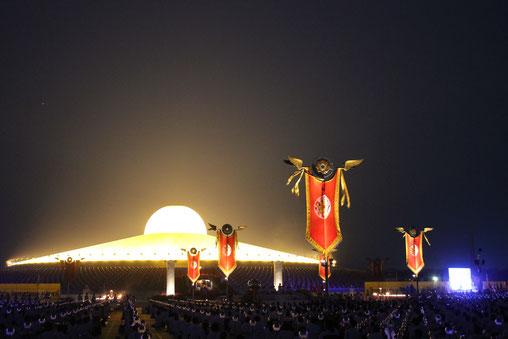 Bilder von der Kerzen Prozession am Makha Bucha Tag