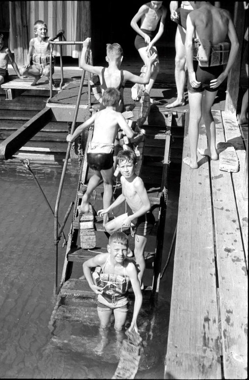 Buben Badi Seebad Nationalquai, 1943. Foto Lisa Meyerlist, Quelle Staatsarchiv Luzern