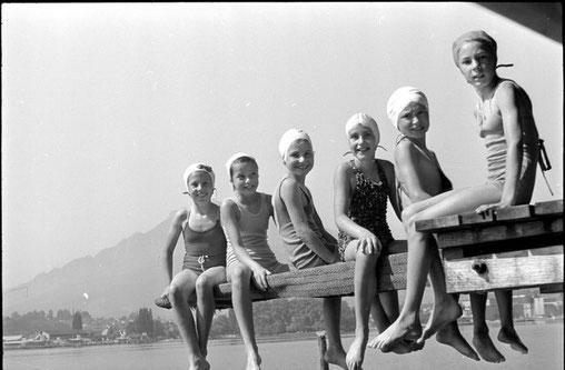 Gruppe Mädchen Seebad Nationalquai, 1943. Foto Lisa Meyerlist, Quelle Staatsarchiv Luzern