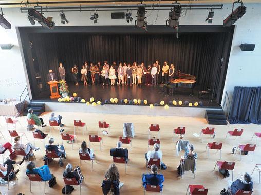 Die Abschlussklasse an der Maturitässchule für Erwachsene in der Aula der Kantonsschule Reussbühl. Bild: www.mse.lu.ch am Gymnasium St. Klemens. Bild: zVg.