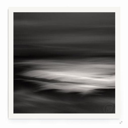 """""""The Flood"""" Wellen bei Nacht im Mondschein."""
