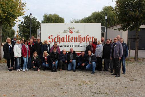 Das Foto zeigt die Braker Schützen an der Brauerei Schattenhofer in Beilngries