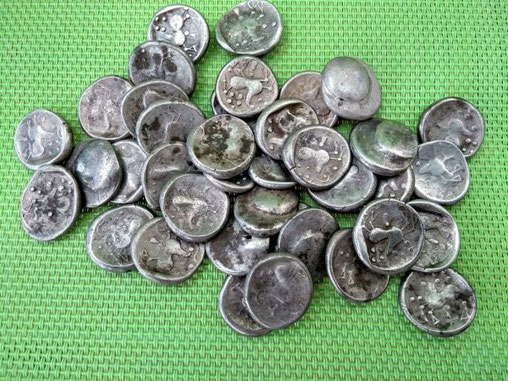 Le trésor a été retrouvé en octobre dernier. Les pièces celtiques sont les plus anciennes pièces de monnaie slovaques. Crédit : Karol Pieta, Académie slovaque des sciences (SAV)
