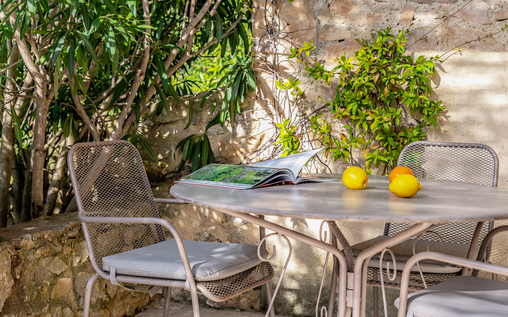 Hameau des baux, a five-star hotel in Provence