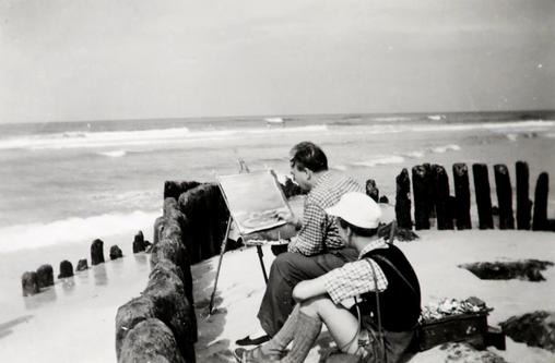Erwin Bowien beim malen des Meeres in Sylt, Sommer 1952