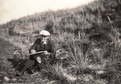Erwin Bowien painting in the dunes near Egmont, 1935
