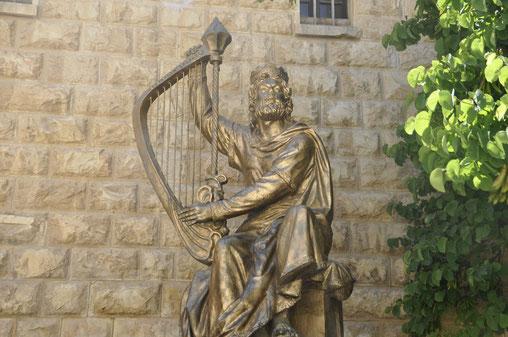 Памятник царю Давиду, знаменитому завоевателю Иерусалима, дар России.