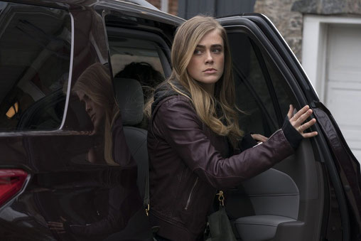Image of Manifest star Melissa Roxburgh, getting out of vehicle.