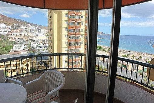 Meerblick vom Balkon über die Dächer von Los Cristianos