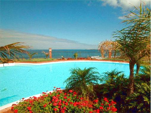 Die komfortable und voll klimatisierte Ferienwohnung mit beheiztem Pool, Apartment La Marea befindet sich in Palm Mar, im Süden von Teneriffa.Meerblick